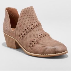 Universal Thread Women's Autumn Ankle Boots Taupe